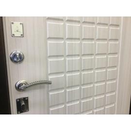 Входная металлическая дверь Ратибор Квадро 3К (Сандал белый)