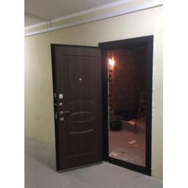 Входная дверь Ратибор Классик 3К (Черное Серебро / Орех бренди)